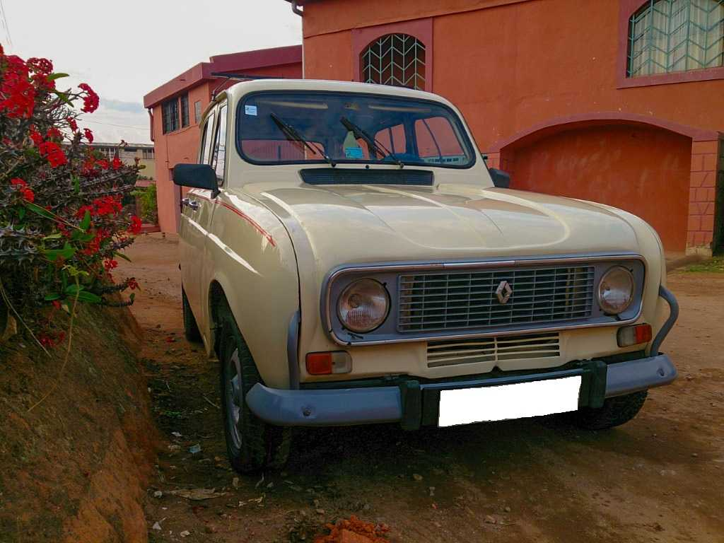 a vendre r4 taxi renault 4 taxi tana antananarivo annonce gratuites madagascar. Black Bedroom Furniture Sets. Home Design Ideas
