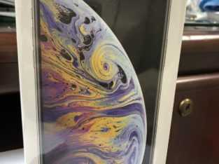 iPhone XS Max 256GB (Unlocked)whatsapp ,+1 832 862 7706