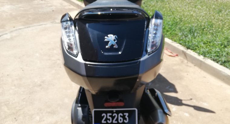 Vends Maxiscooter PEUGEOT 400i RS